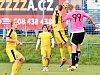 Bratři David a Pavel Drozdovi jako fotbalisté hradecké Lokomotivy (v růžovém).