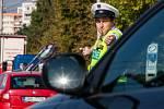 Dopravní policisté při řízení dopravy na křižovatce ulic Hradecká - Sokolská (tzv. Mileta) v Hradci Králové v rámci 9. ročníku celorepublikové Soutěže dopravních policistů 2016.