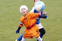 Mladší elévové v akci s míčem. Ilustrační fotografie.