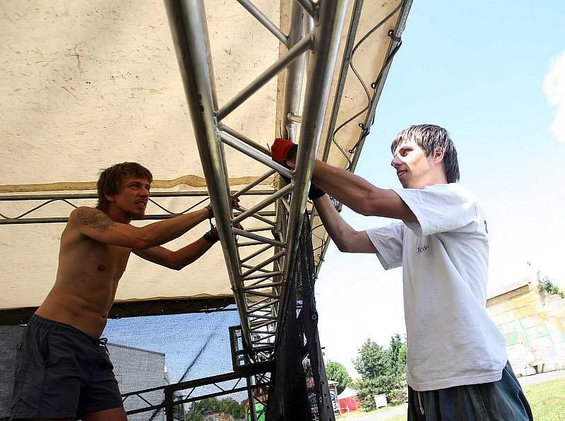 Přípravy na Rock for People, čtvrtek 1. července 2010.