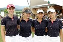 Hradecké golfové dorostenky do 18 let - zleva Harcubová, Burdová, Gaislerová a Plachá.