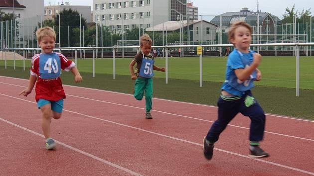 Na start dětské olympiády se postavilo 180 dětí.