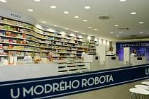 Lékárna U modrého robota při Fakultní nemocnici Hradec Králové.