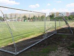 Vandalismus na třebešském fotbalovém hřišti.