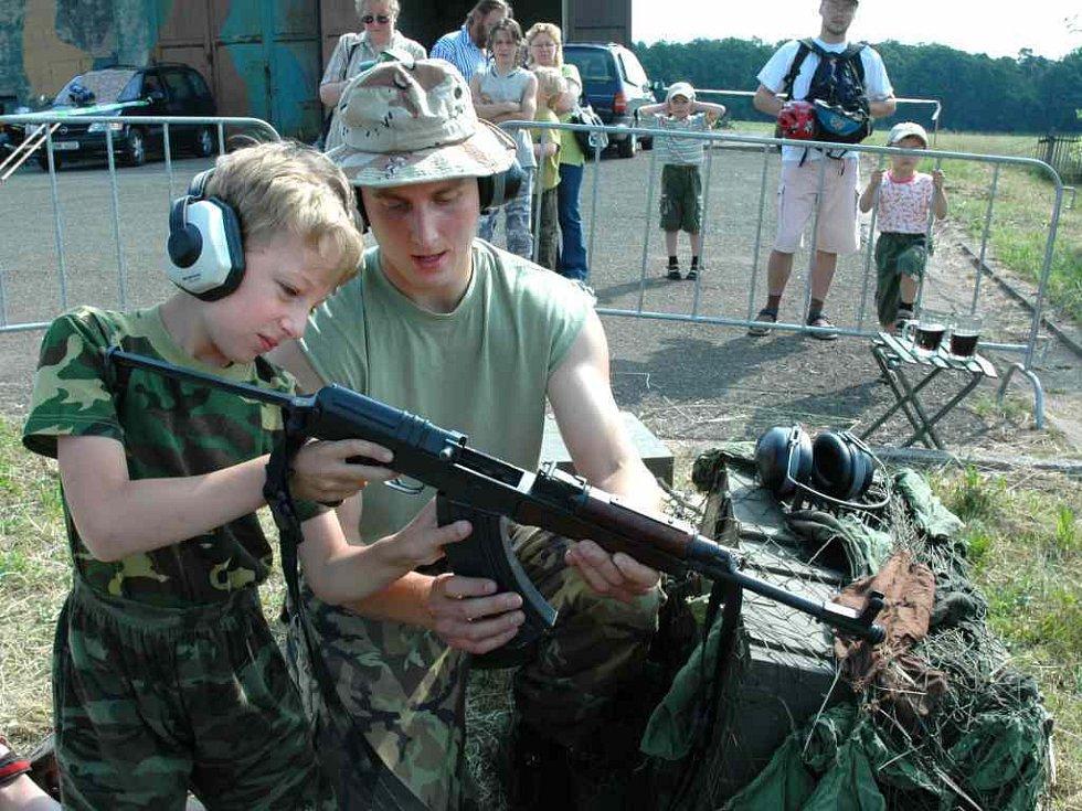Dětský den s vojenskou technikou