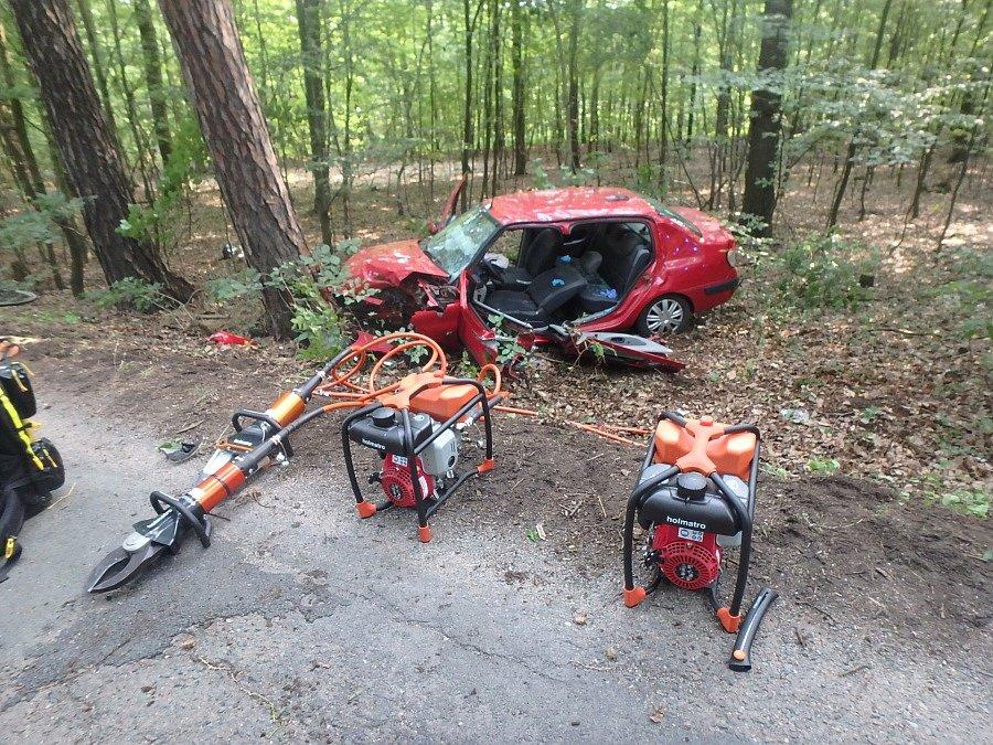 Havárie osobního automobilu v Lužci nad Cidlinou.