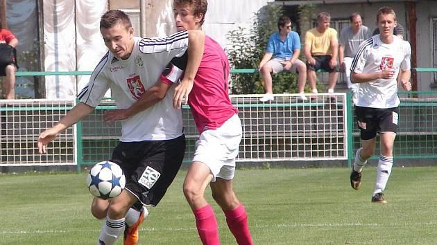 Richard Jukl (vlevo) v utkání I. ligy staršího dorostu s Mladou Boleslaví.