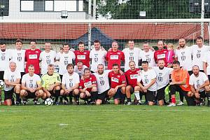Oslavy 100 let fotbalu na Novém Hradci Králové zpestřili internacionálové ČR.