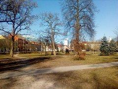 Kompletní rekonstrukcí prošel park v roce 2012. Na hřiště pro děti se ale zapomnělo.