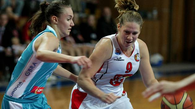 Ženská basketbalová liga: Hradec Králové - VŠE Praha.