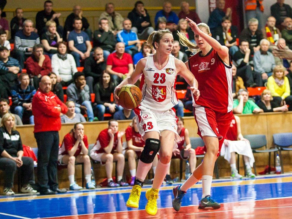 Ženská basketbalová liga - semifinále play off: Sokol Hradec Králové - Basketball Nymburk.