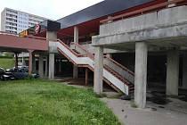 Technické služby uzavřely na Benešovce dvě schodiště.