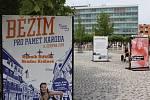 Výstava Příběhy 20. století na hradeckém Riegrově náměstí.