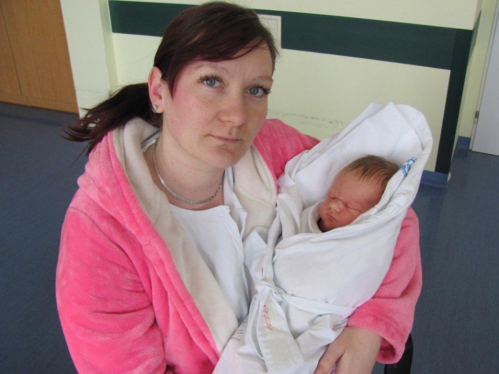SOFIE CERMÁKOVÁ se narodila 13. března v 1.12 hodin. Vážila 3550 g a měřila 50 cm. Svým příchodem na svět potěšila rodiče Martinu    a Radomíra Cermákovy z Vlčkovic. Doma se na ni těší bratr Adam.