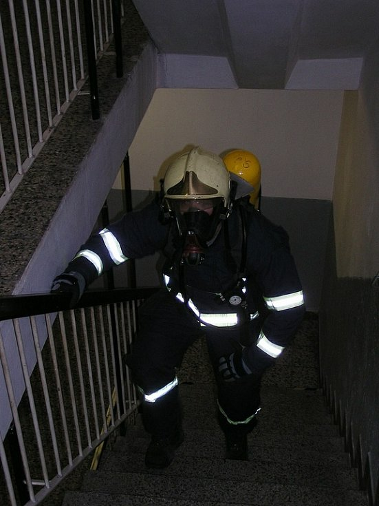 """Regionální soutěž HZS Královéhradeckého a Pardubického kraje v disciplínách TFA: """"Nejtvrdší hasič přežívá""""."""