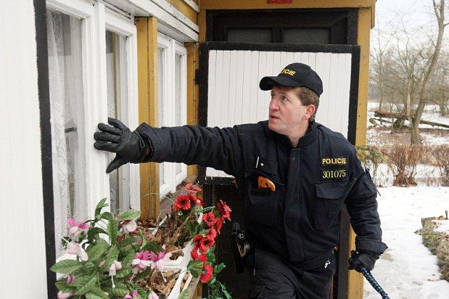 Policejní kontrola přes zimu opuštěných chat