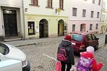 Ordinace Langera v ulici Protifašistických bojovníků v Broumově bude dnes (ve středu) zavřená na mříž. Uváděným důvodem je ale účast lékaře a sestry na odborné přednášce.