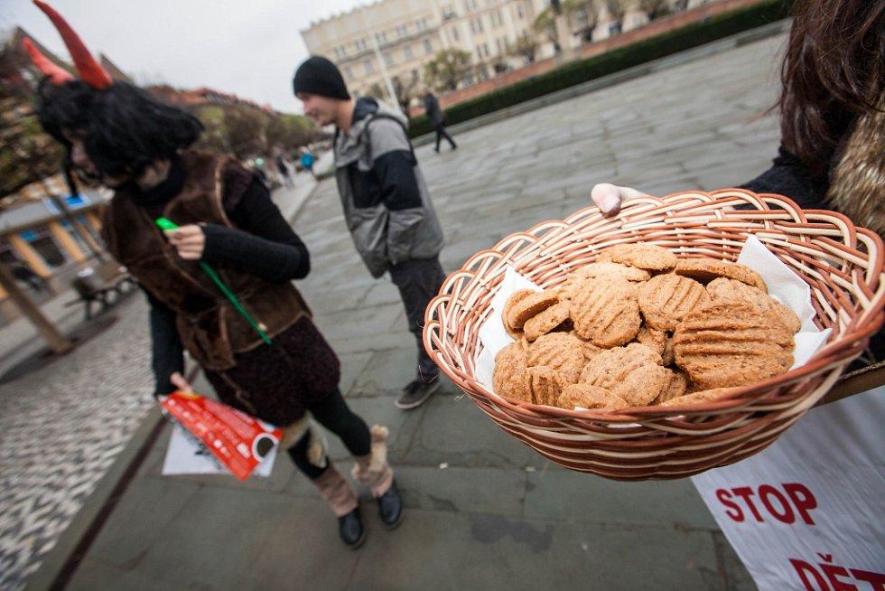 Mikulášský protest za férovou čokoládu na Masarykově náměstí v Hradci Králové.