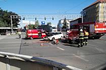 Nehoda v křižovatce Gočárova okruhu s Buzuluckou ulicí v Hradci Králové.