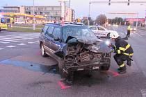 Dopravní nehoda dvou osobních automobilů u hradeckých Věkoš.