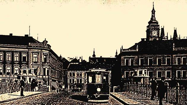 Tramvaj na hradeckém Pražském mostě