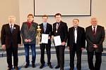 Žáci královéhradecké SOŠ a SOU Vocelova při soutěži v odborných dovednostech.