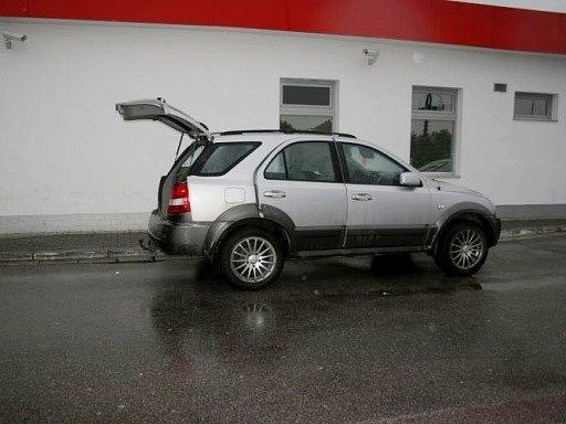 Automobil Kia Sorento, řízené mužem hledaným policií vcelostátním pátrání.