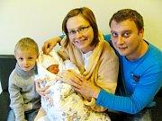 ADÉLA REIFOVÁ:  Rodiče Iva Stuchlíková a Petr Reif z Hradce Králové se radují z dcery. Na svět se poprvé podívala 19.11. v 9,53 hodin s váhou 2510 g a délkou 47 cm.