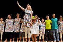 Vystoupení divadelního souboru Slunovrat a skupiny Spirituál kvintet pořádané Občanským sdružením rodičů při Speciálních školách a Speciální školou v Hradci Králové.