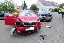 Dopravní nehoda dvou osobních automobilů vulici Velká vHradci Králové.