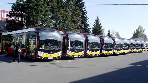 Den otevřených dveří v dopravním podniku u příležitosti oslav 90 let MHD v Hradci Králové.