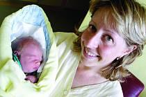 Filip Borůvka přišel na svět 10. srpna ve 12.54 hodin. Měřil 48 centimetrů a vážil 3200 gramů. Maminku Marcelu podpořil u porodu tatínek Petr a bydlet bude rodina v Jeníkovicích.