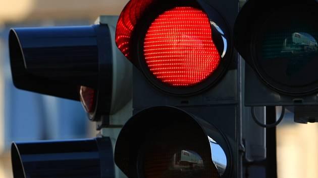 Semafory v Chebu doplní kamery pro hlídání hustoty provozu.