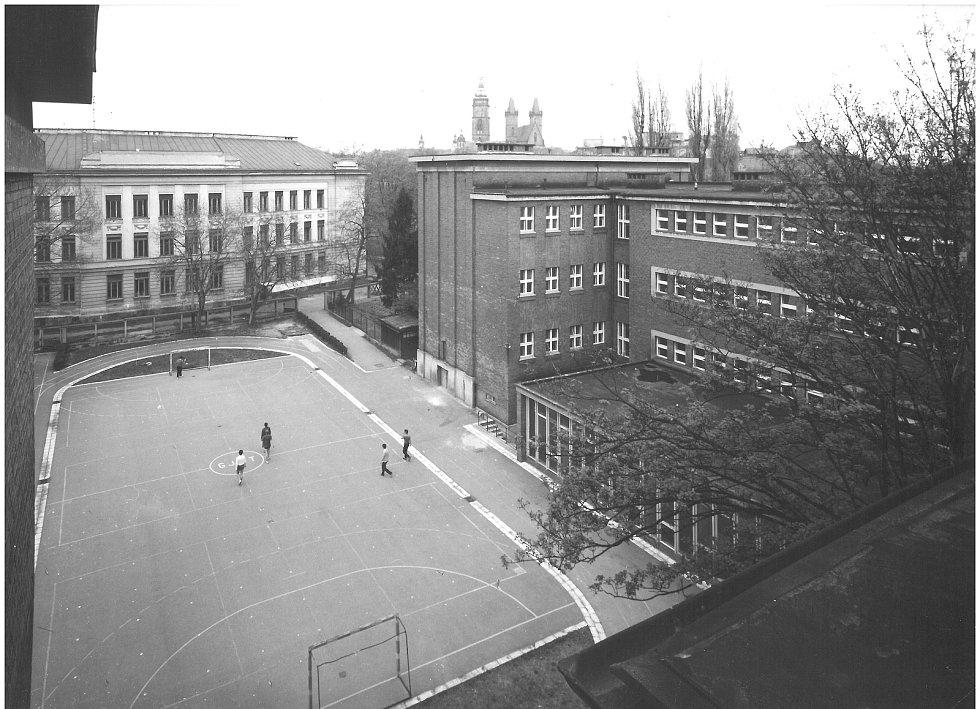 Zrekonstruované hřiště gymnázia.