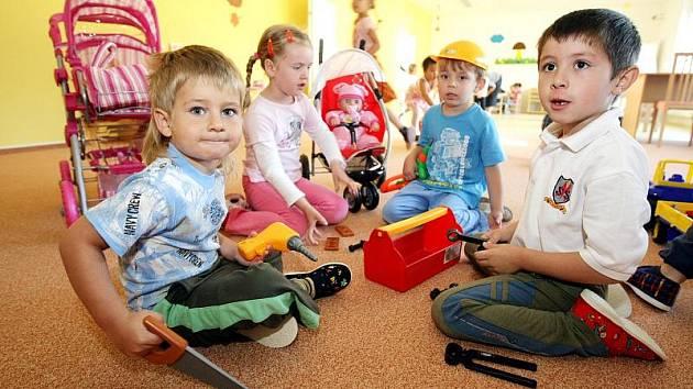 Slavnostního otevření se dočkala mateřská škola pro padesát dětí v hradeckých Kuklenách.