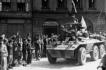 Americký obrněný automobil M8 Greyhound vyzbrojený dělem ráže 37 milimetrů a dvěma kulomety byl ideální pro průzkumné úkoly. Vozidlo mělo čtyřčlennou posádku a bylo vybaveno radiostanicí.