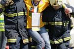 Námětové cvičení složek integrovaného záchranného systému, nazvaného Vlak 2009. Na železničním přejezdu ve Všestarech se srazil osobní vlak s autobusem.