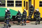 Simulovaná nehoda, srážka vlaku a autobusu.