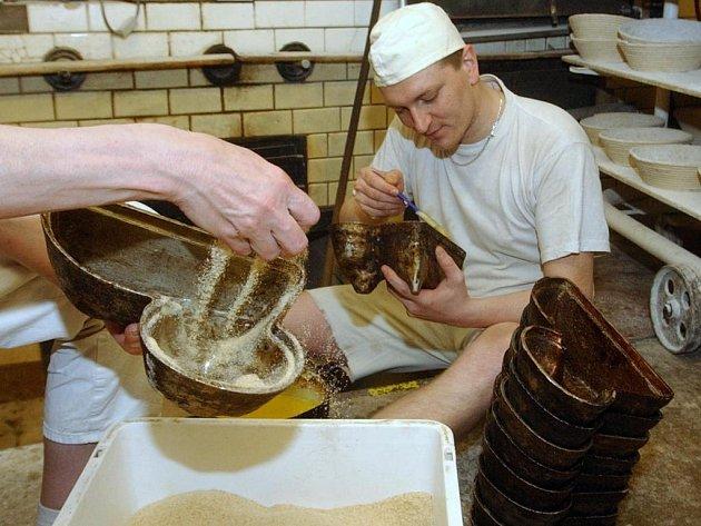 Příprava velikonočního pečiva