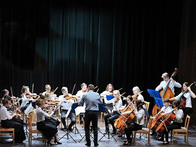 Královéhradecký orchestr má vbřeznu napilno.