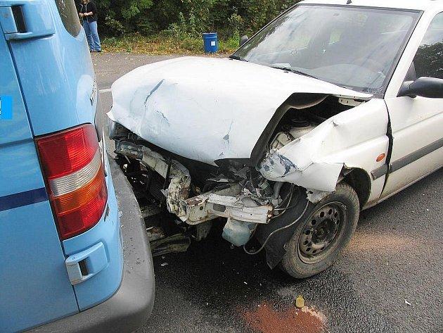 Ve čtvrtek odpoledne jela řidička osobního motorového vozidla Ford Escort ve směru od Hradce Králové na Jičín. Před obcí Hořice pravděpodobně nedodržela bezpečnou vzdálenost a narazila do zadní části vozidla VW Transporter, které jelo před ní.