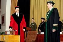 Fakulta vojenského zdravotnictví v Hradc Králové má od 15. ledna nového děkana Romana Chlíbka.
