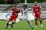 FC Hradec Králové : Dukla Praha. Zleva Jan Svatonský a hradecký Tomáš Rezek.