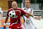 FC Hradec Králové : Dukla Praha. Zleva Patrik Gadeon a hradecký Roman Fischer.