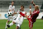 FC Hradec Králové : Dukla Praha. Zleva hradecký Roman Fischer a Patrik Gedeon.