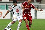 FC Hradec Králové : Dukla Praha. Zleva hradecký Pavel Černý a Patrik Gedeon.