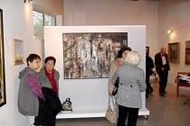 Výstava Města a městečka v královéhradecké galerii Stodvacettrojka.