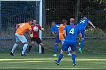 Utkání Libčany (v modrém) versus Kostelec nad Orlicí skončilo jednoznačným vítězstvím domácího celku v poměru 8:1.