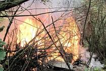 Požár přístřešku v hradecké Třebši.