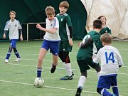 Fotbalová Stěžerská zimní liga mládeže v nafukovací hale rozhodně nenudí, v zápasech padá spousta branek.